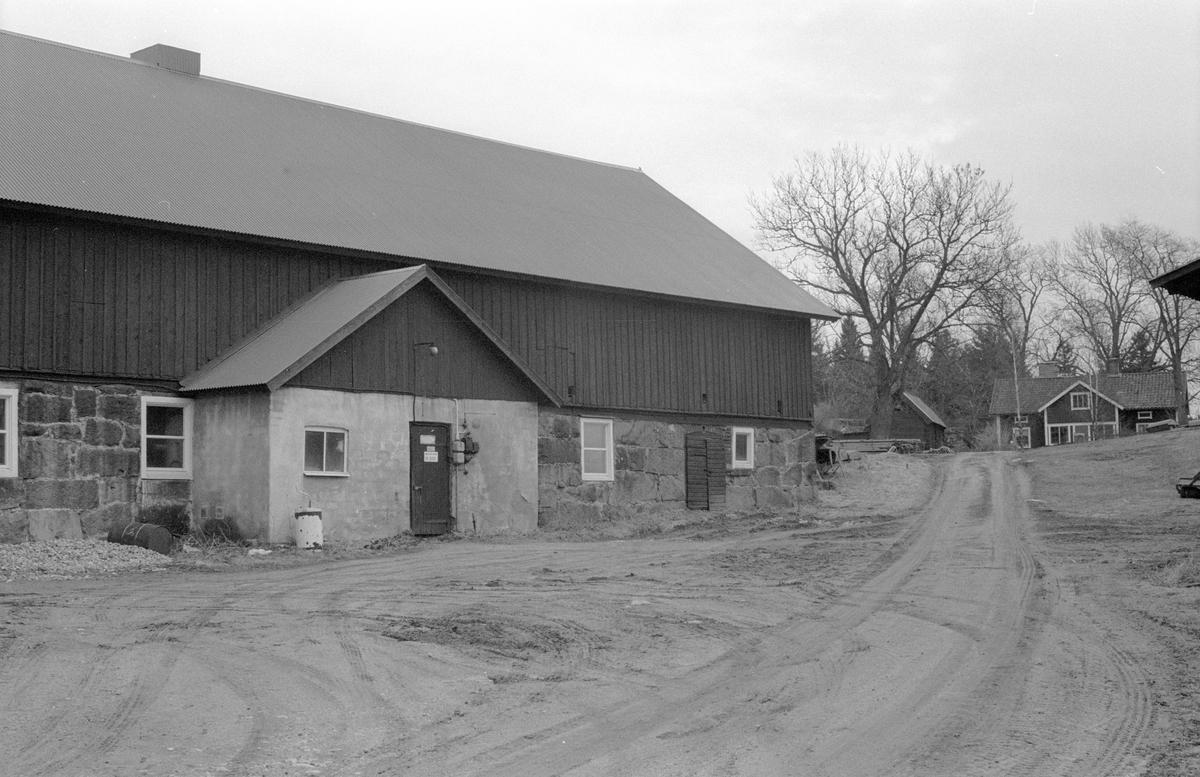 Ladugård, Skornome 1:2, Skornome, Hagby socken, Uppland 1986
