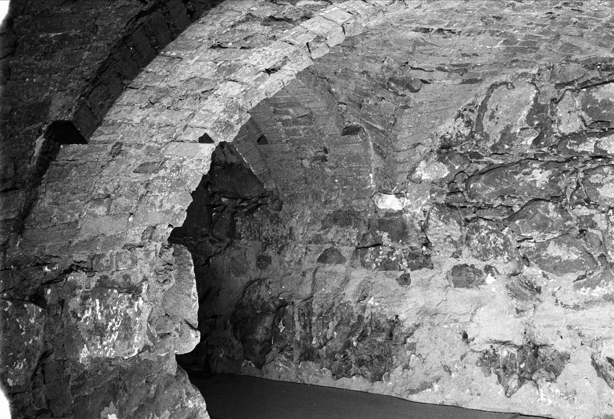 Gördelbågar i Biskopskökets källare på Biskops-Arnö, Övergrans socken, Uppland