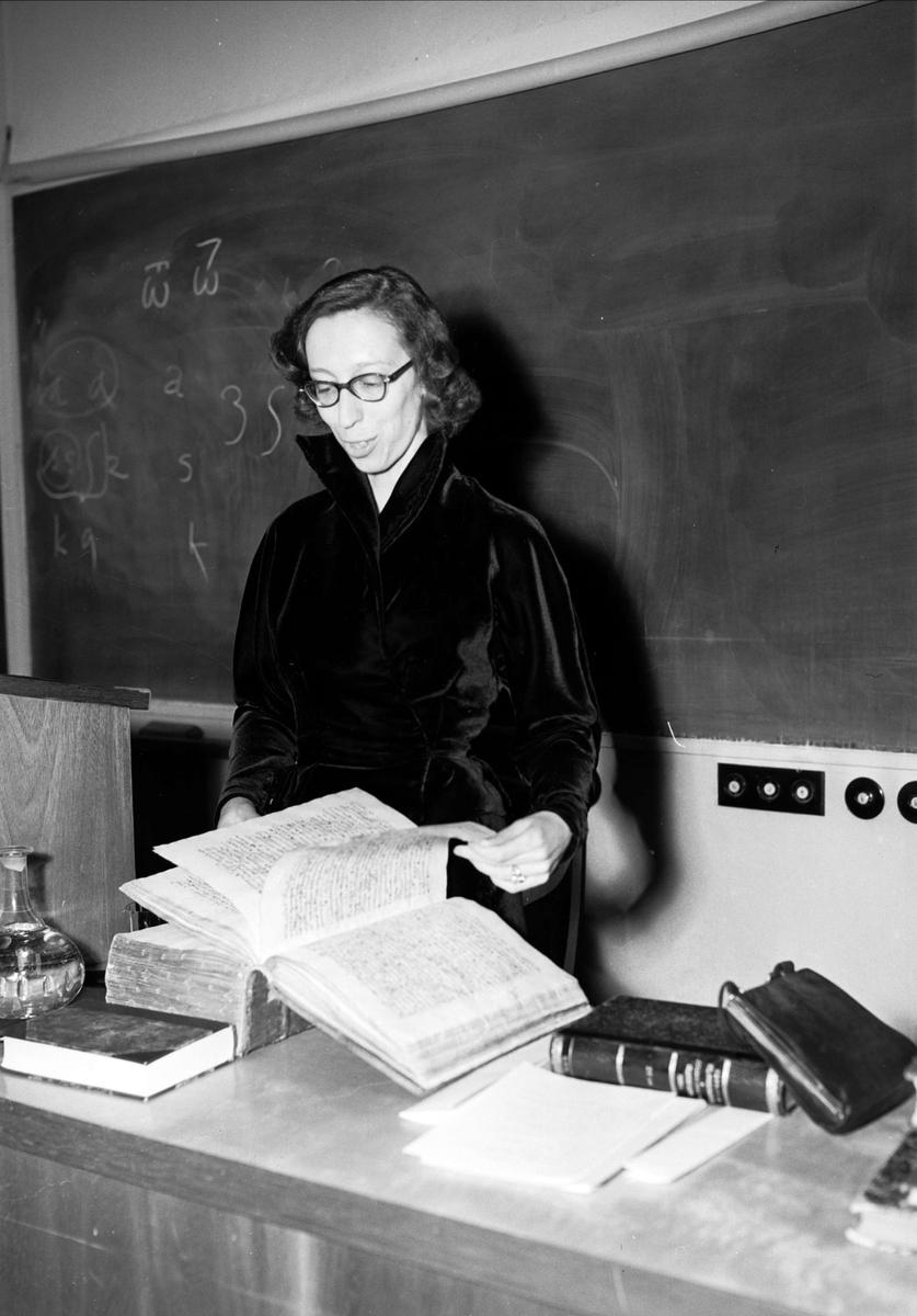 Licentiat Cecilia Borelius disputerar, Uppsala 1952