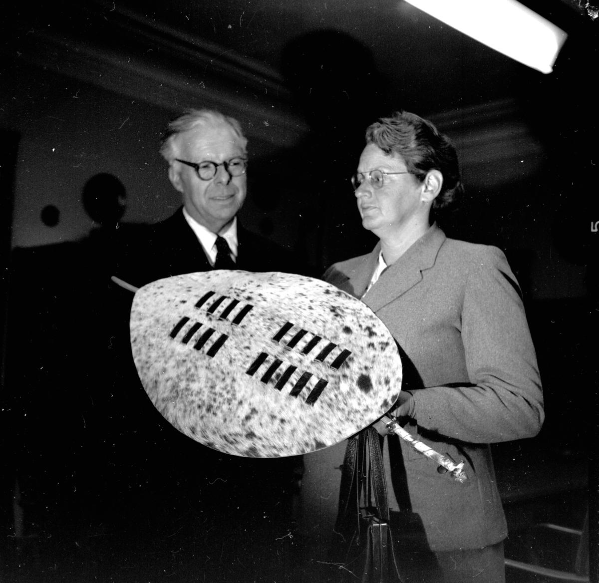 Biskop Erik Sundgren tillsammans med sin fru, Uppsala januari 1957