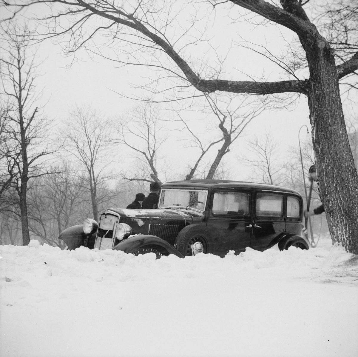 Vinter - översnöad bil, Uppsala