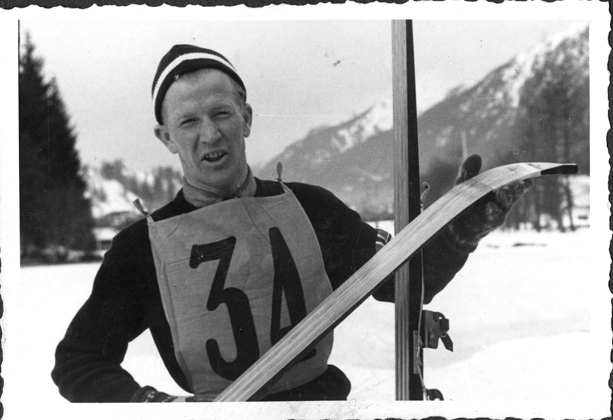 Birger Ruud på sletta i Garmisch-Partenkirchen i 1936. Birger Ruud after the jumping competition in the Winter Olympics in 1936.