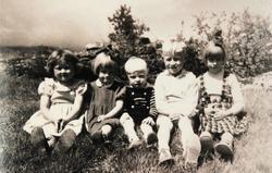 Barn på Hægland i Konsmo.