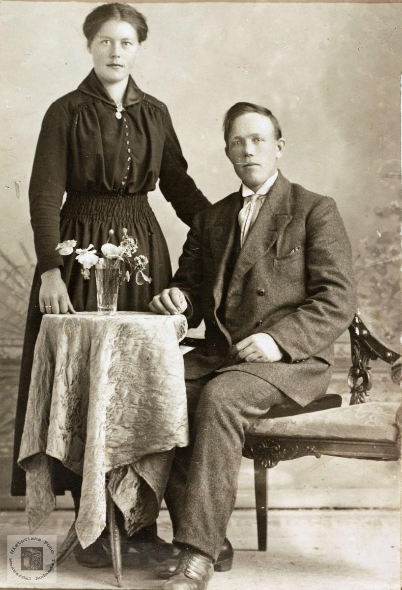 Portrett av de forlovede Guri Verdal og Tobias Høyland.