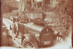 Gammel bil av merke Case med motortrøbbel. Bilen har registreringsnummer K-225. Audnedal.