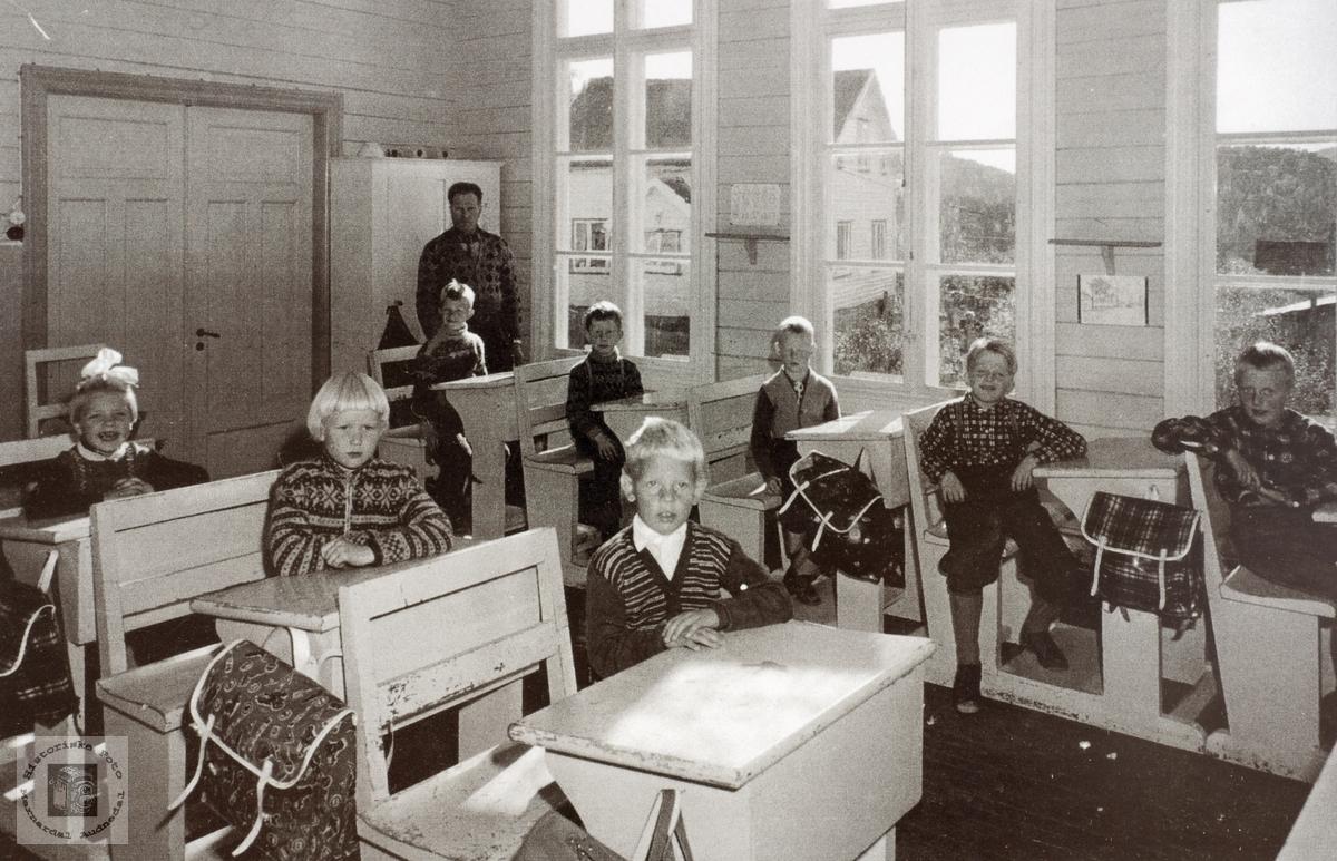 Første, andre og 3. klasse på Sveindal skole i Grindheim senere Audnedal.