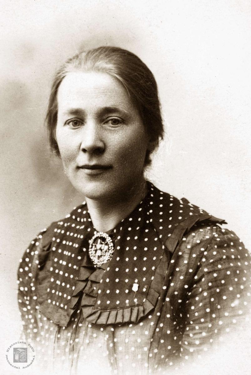 Portrett av Elisabeth Ubostad. Grindheim Audnedal.