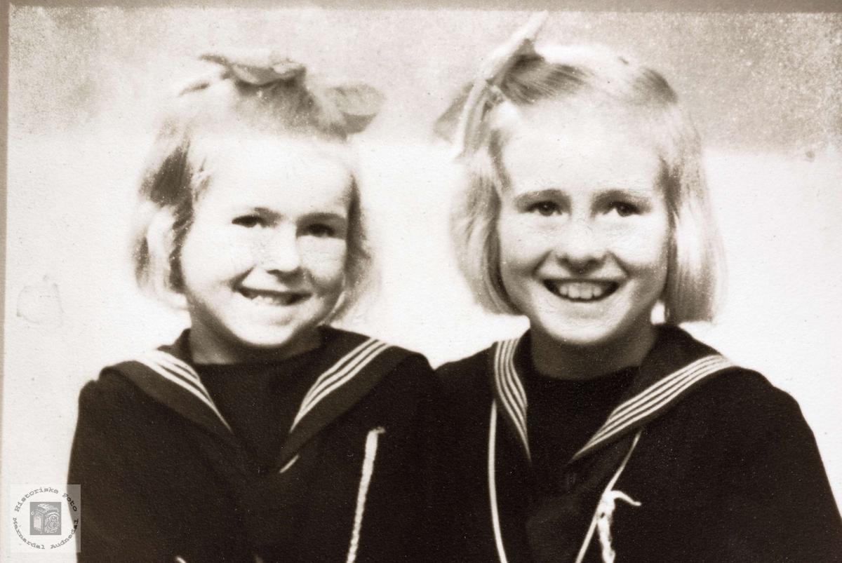 Portrett av søstrene Gunhild og Anna Hårtveit. Grindheim Audnedal.