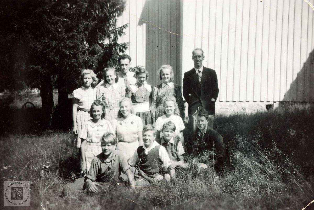 Noen av årets konfirmanter i Grindheim-Bjelland.