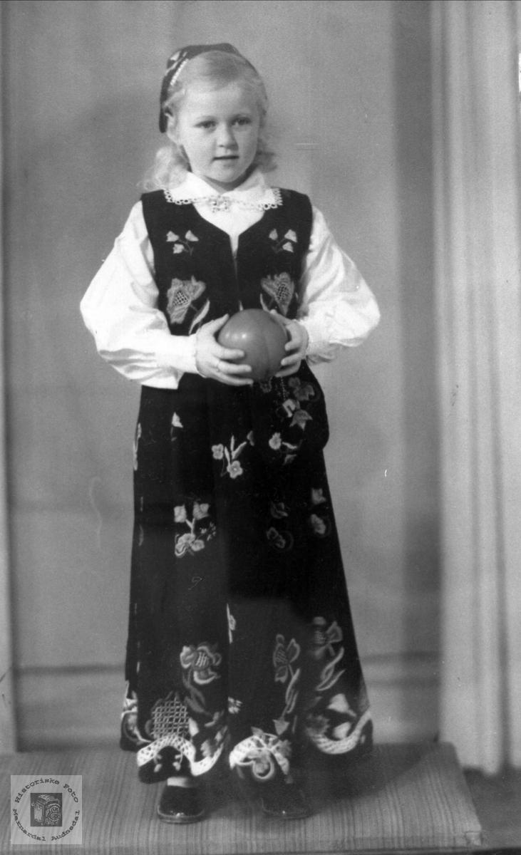 Portrett av Tove Ødegård, tidligere Bjelland nå Audnedal.
