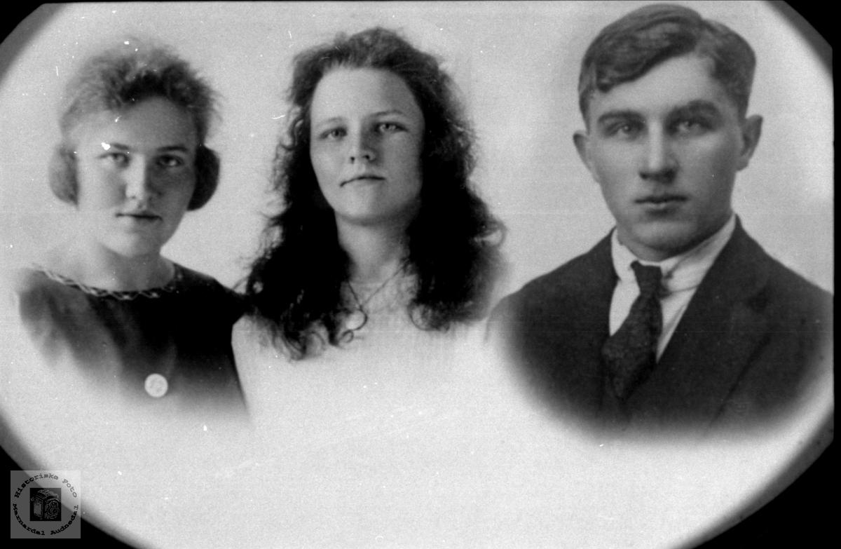 Portrett av tre søsken Glomså, Laudal.