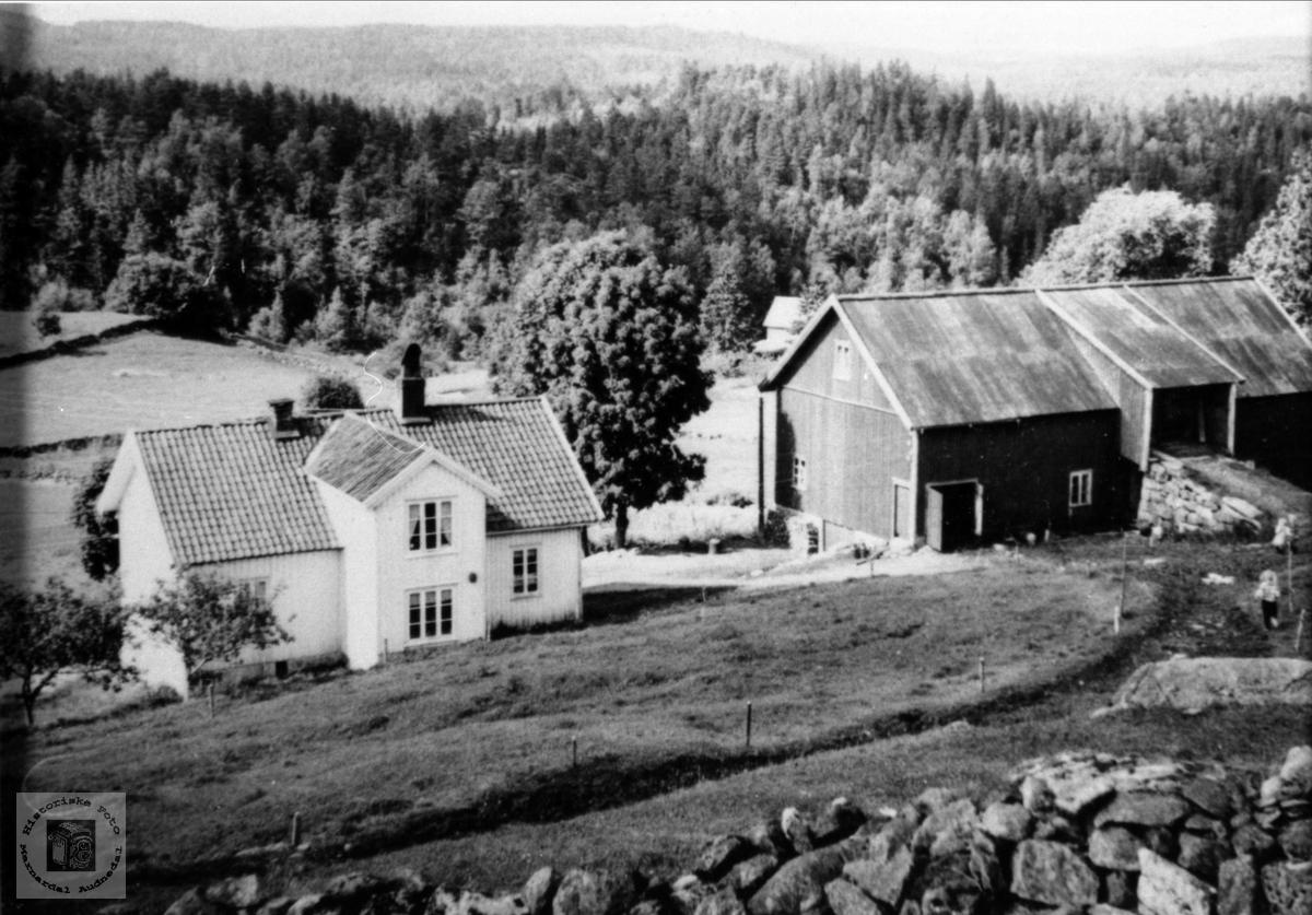 Gardsbruk. Der oppe Åkset, Laudal.