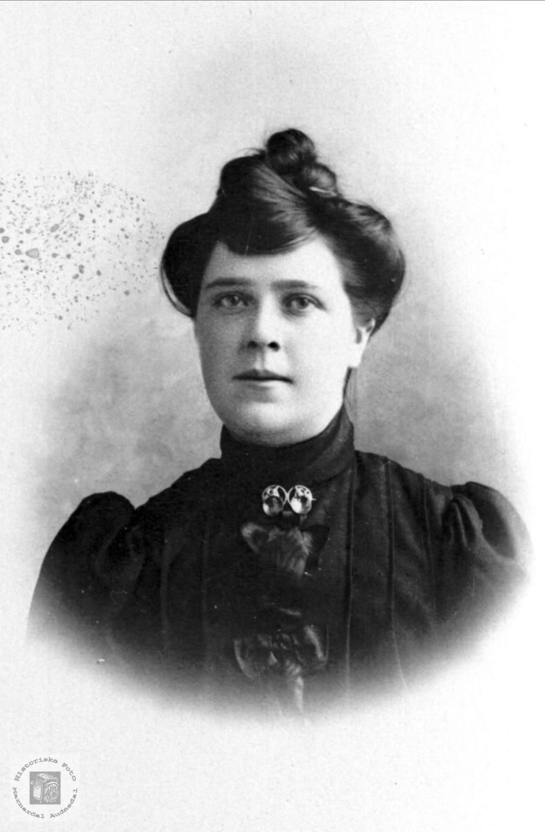 Portrett Berte Bue, Øyslebø.