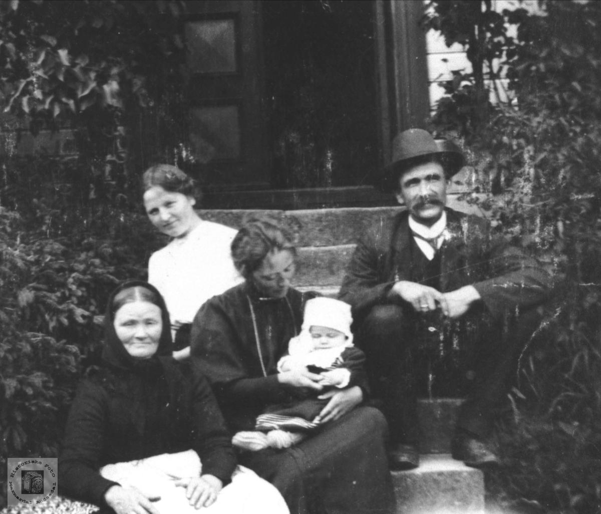 Familiegruppe Høye, Øyslebø.
