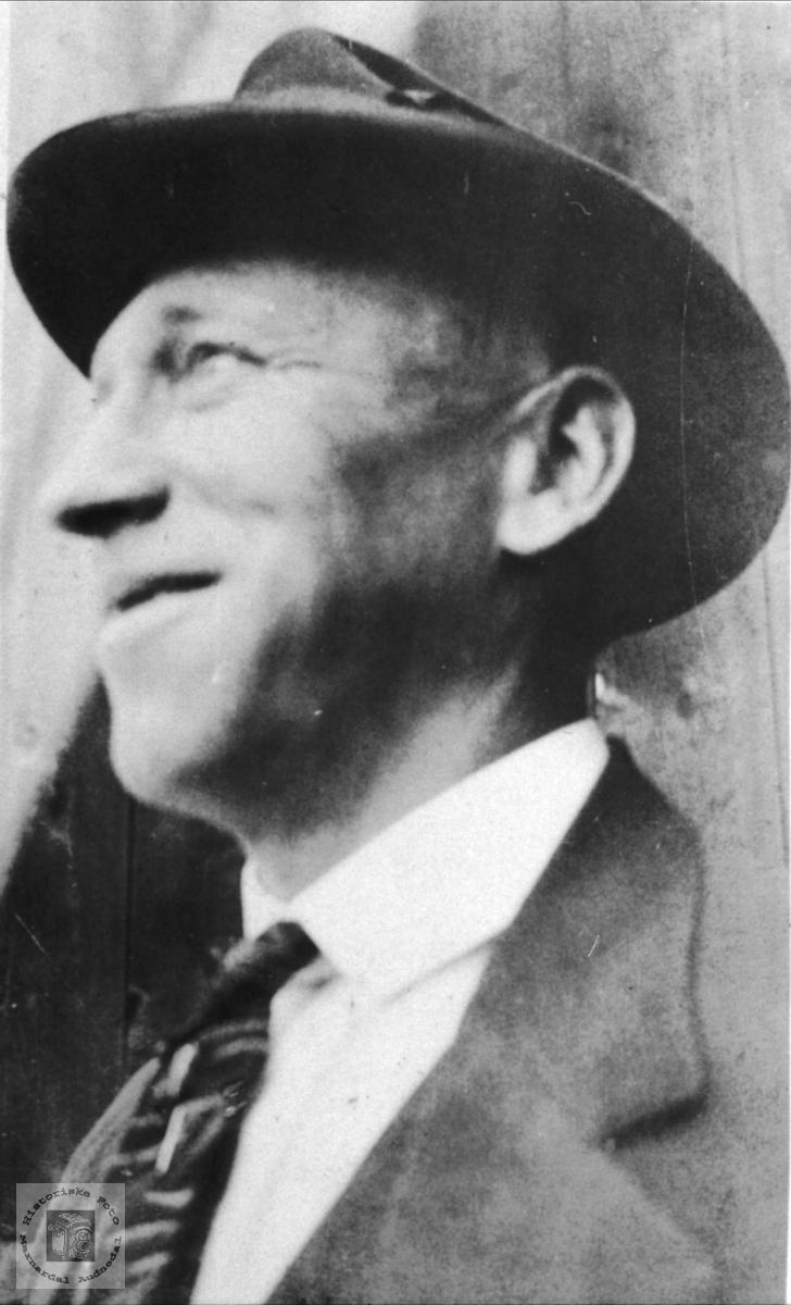 Portrett av Theodor Lindland, Laudal.
