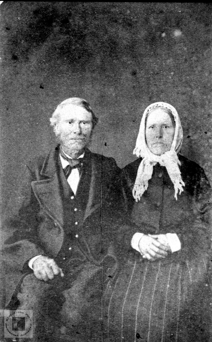 Ekteparet Simon Høye og Aashild Knudsdtr. Fuglestveit, Øyslebø.