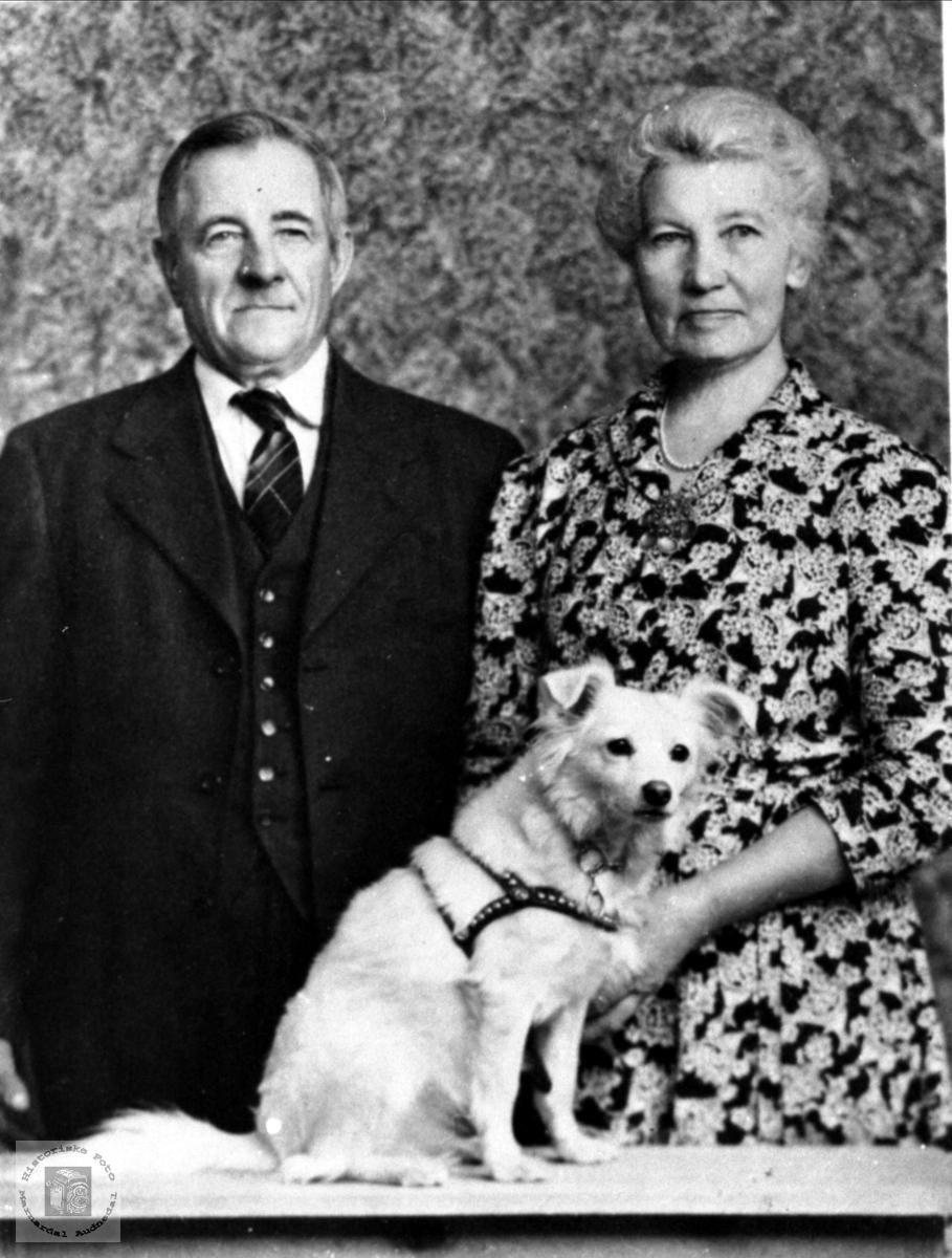 Ekteparet Jens og Anna Hellevann.