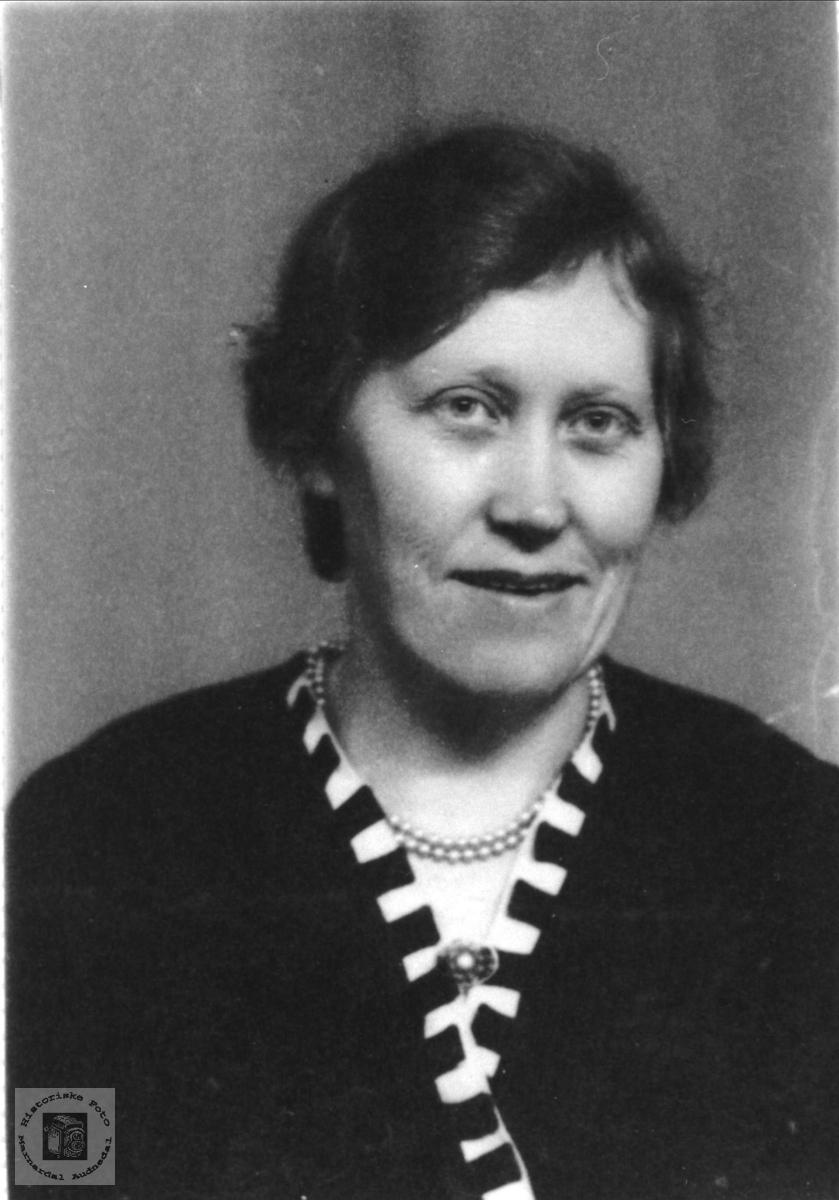 Portrett av Anna Manneråk, Øyslebø.
