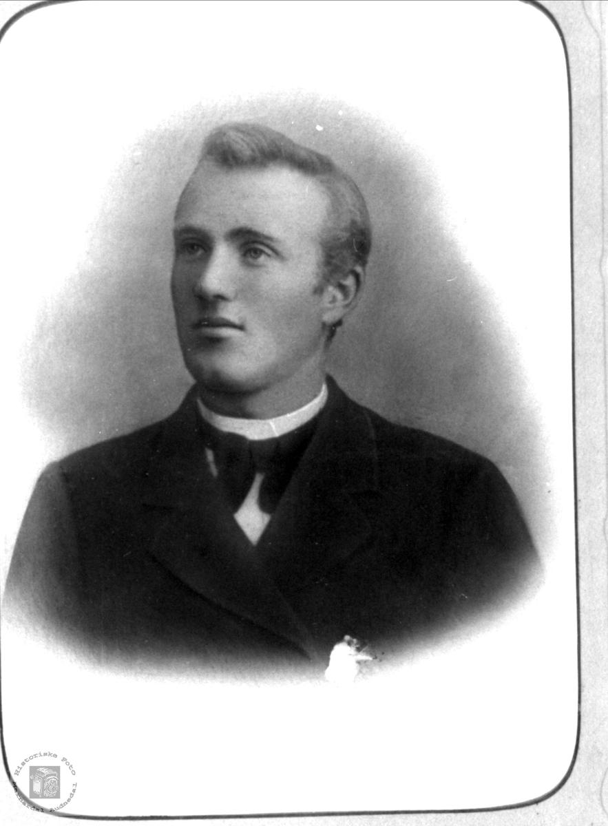 Portrett av Ola Kleveland, Finsland og Øyslebø.