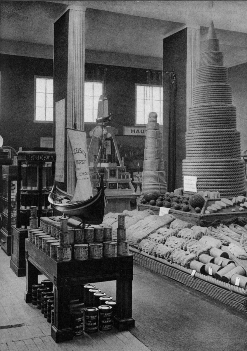 Parti av felleshallen for sjøfart og fiskeri. - Jubileumsutstillingen på Frogner 1914.