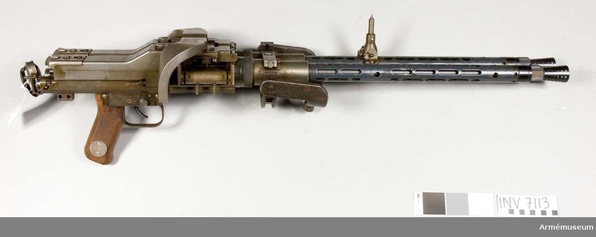 Kulspruta MG 81, dubbel, Tyskland. Kaliber 7.92 mm, tillverkningsnr 43727-43728. Märkt ( MG 81 43728 R byf) (MG 81 43727 L byf). Flygplanskulspruta. Lavett sakas.