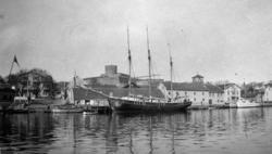 Tremastade slätskonaren TÄRNANi Marstrands hamn 1929