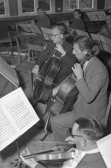 """Enligt notering: """"Uddevalla Orkesterförening 30/9 1947""""."""