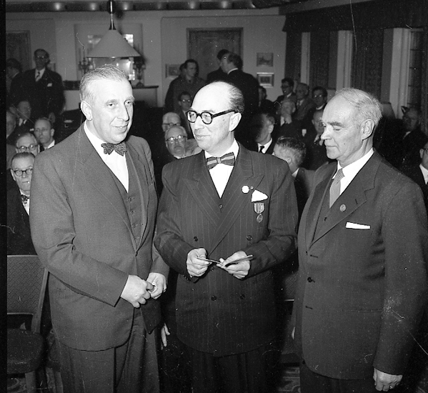 """Enligt notering: """"U-a Kamratförening årsfest med Överste Sellin mars 1957""""."""