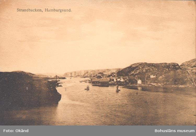 """Tryckt text på kortet: """"Strandbacken Hamburgsund""""."""