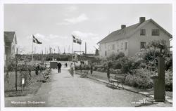 """Noterat på kortet: """"Marstrand. Stadsparken.""""  """"Förlag: C. J"""