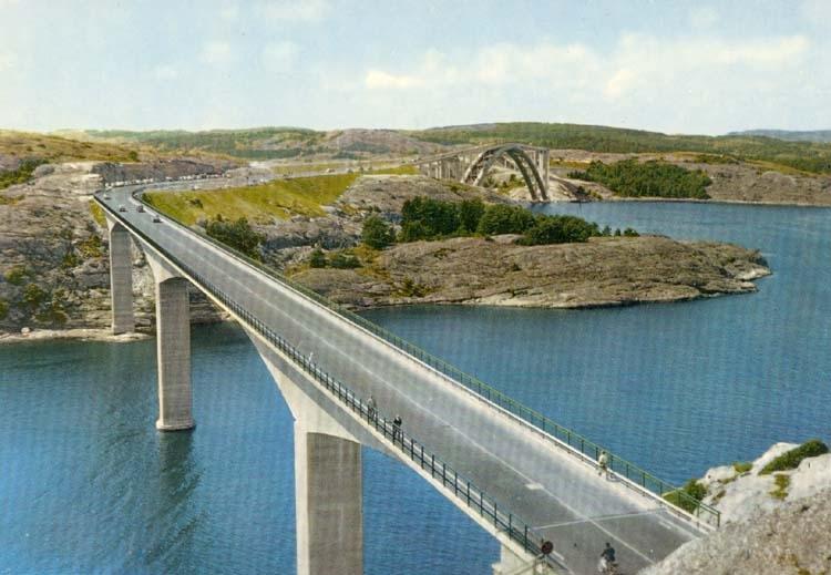 """Tryckt text på kortet: """"Högbroarna i nya Tjörn och Orustleden mellan Stenungsön och Almön."""""""