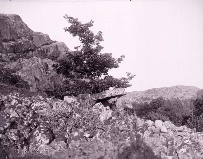 """Enligt text som medföljde bilden: """"Gånggrift i Kega, Lyse d. 23/6 1912."""""""