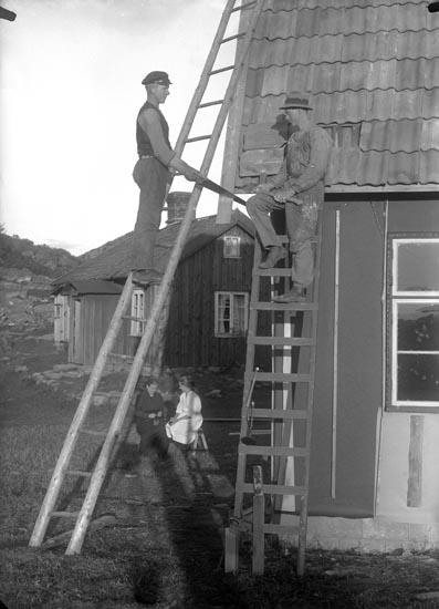 """Enligt fotografens noteringar: """"Ett nytt hus byggs..? gamla Sötekullen."""""""