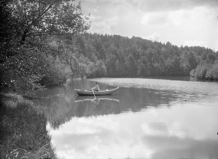 """Enligt fotografens noteringar: """"1919. Bron vid Åtorp. Motiv från älfven vid Åtorp."""""""