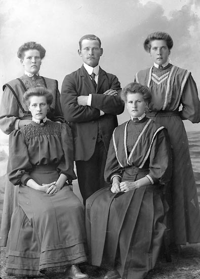 "Enligt fotografens journal nr 2 1909-1915: ""Andersson Ivar, Gössby Spekeröd""."