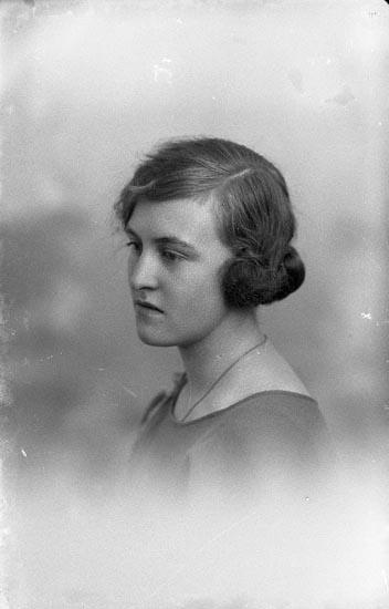 """Enligt fotografens journal nr 1 1904-1908: """"Andersson, Maria Kyrkenorum""""."""