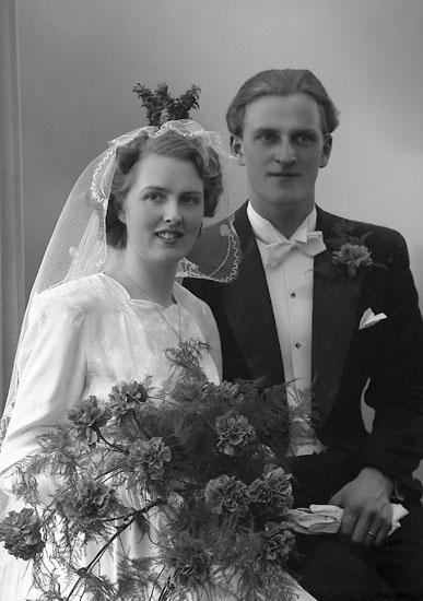 """Enligt fotografens journal nr 7 1944-1950: """"Nilsson, Herr Ingemar Harås Spekeröd""""."""