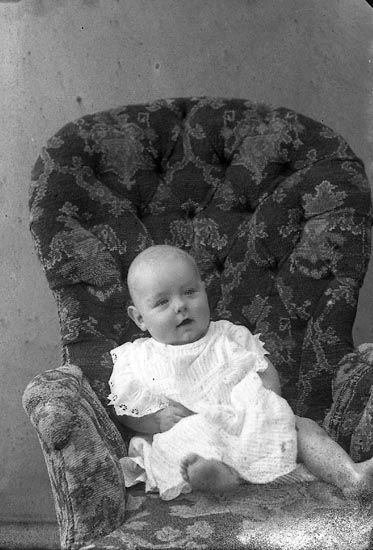 """Enligt fotografens journal nr 2 1909-1915: """"Persson, Knut Lunna Ödsmål""""."""