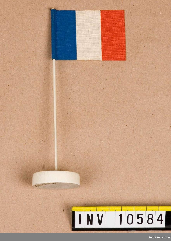 Grupp B I.  Mindre bordsflagga på stång.