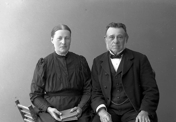 """Enligt fotografens journal nr 2 1909-1915: """"Andersson Hans Doteröd Här""""."""