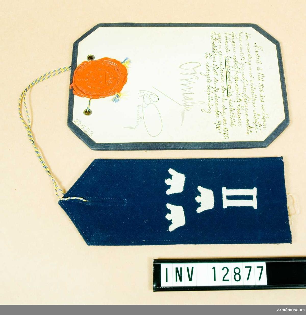 Grupp C I. Modell på till 1910 års uniform för manskap med vederlikar vid Livregementets grenadjärer, Livregementets dragoner och livregementets husarer hörande tre kronor m/1910. Deposition från Arméförvaltningens Intendenturdep., modellkammaren.