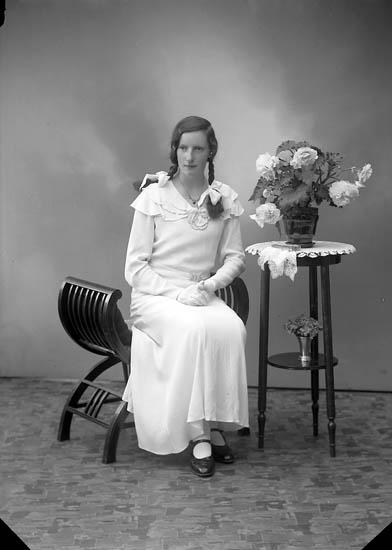"Enligt fotografens journal nr 6 1930-1943: ""Larsson, Margit Hökeg. 3 Gbg""."