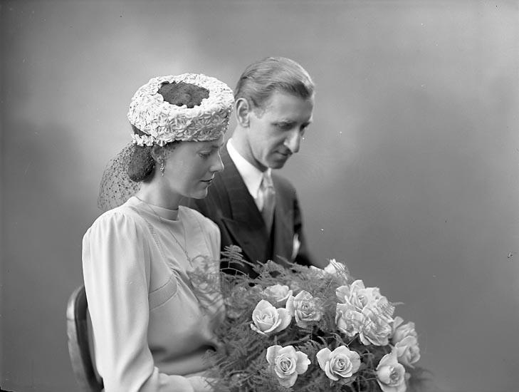"""Enligt fotografens journal nr 6 1930-1943: """"Deshayes, Disponent Sven Upperud""""."""