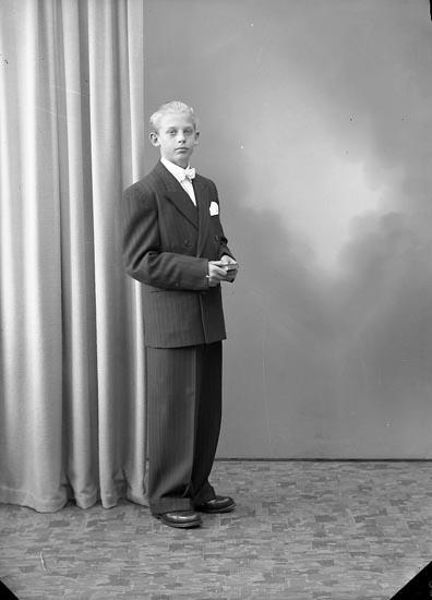 """Enligt fotografens journal nr 7 1944-1950: """"Pettersson, Gunnar, Bråland St. Höga""""."""