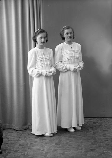 """Enligt fotografens journal nr 7 1944-1950: """"Berntsson, Inger o Brita Krok, Ödsmål""""."""