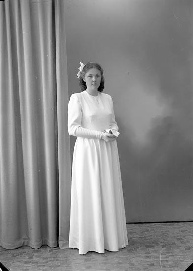 """Enligt fotografens journal nr 7 1944-1950: """"Tegerot, Ulla, Tegen, Svenshögen""""."""