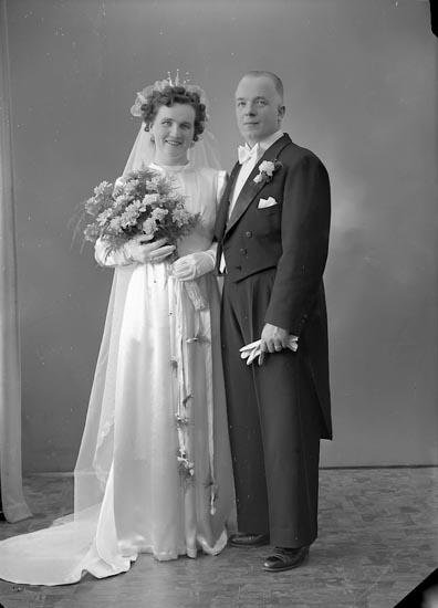 """Enligt fotografens journal nr 7 1944-1950: """"Larsson, Herr Arthur, Lasshammar Här""""."""