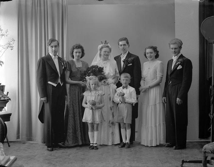 "Enligt fotografens journal nr 7 1944-1950: ""Abrahamsson, Herr Hugo Stenungsund""."