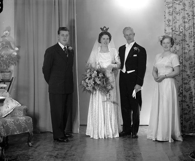 """Enligt fotografens journal nr 8 1951-1957: """"Eliasson, Herr Torsten, Krokslycke, St. Höga""""."""