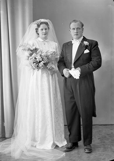 """Enligt fotografens journal nr 8 1951-1957: """"Mattsson, Herr Erik Apleröd, Ödsmål""""."""